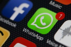 Qui peut m'envoyer des messages sur WhatsApp ?